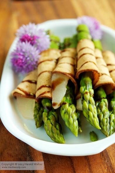 Vegane Spargelröllchen mit Birne
